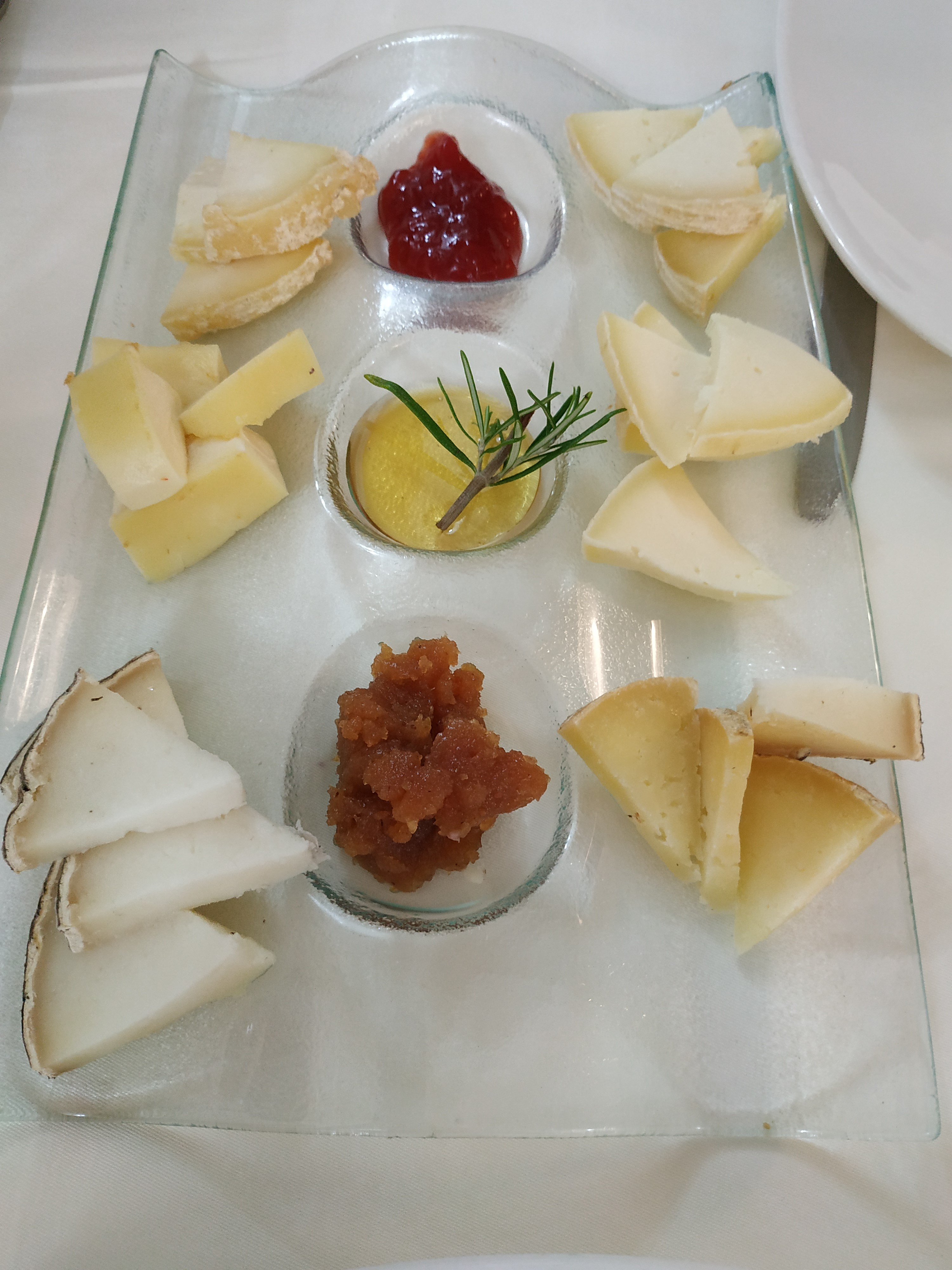 La nogalea Tabla de quesucos cántabros