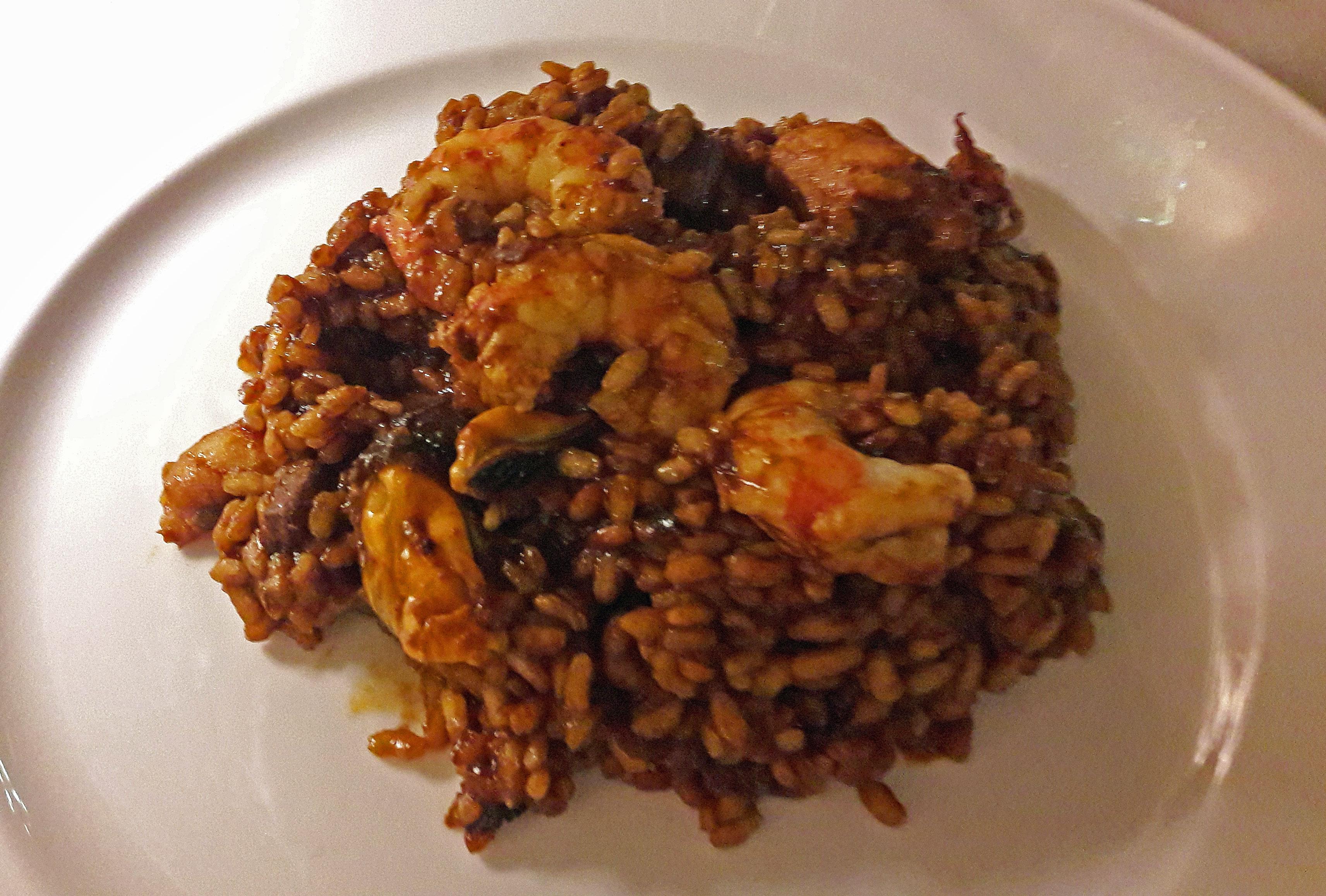 """Restaurante en Sitges Paella """"Tot pelat"""""""