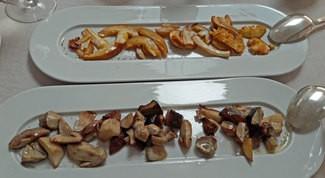 Boletus edulis asados al horno con sal de boletus y Amanitas caesarea (Oronja) asadas al horno con aceite de oliva argudell