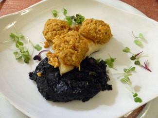 Rodaballo asado con arroz negro y su txangurro