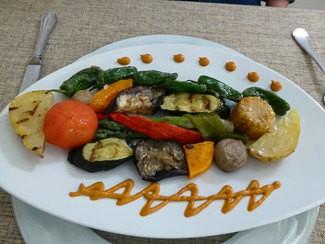 Nuestras verduras a la brasa con romesco