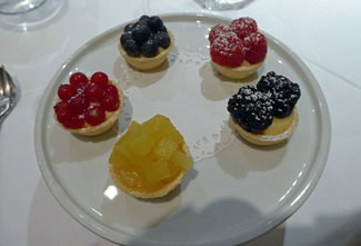 Postre : Tarteletas de fruta, ( tarteletas, crema de limón y fruta)