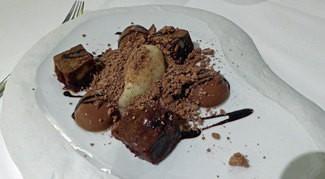 Chocolate negro, 70% cacao, sorbete de pera, lima y jengibre