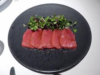 Carpaccio de atún de Balfegó con hojas de mar