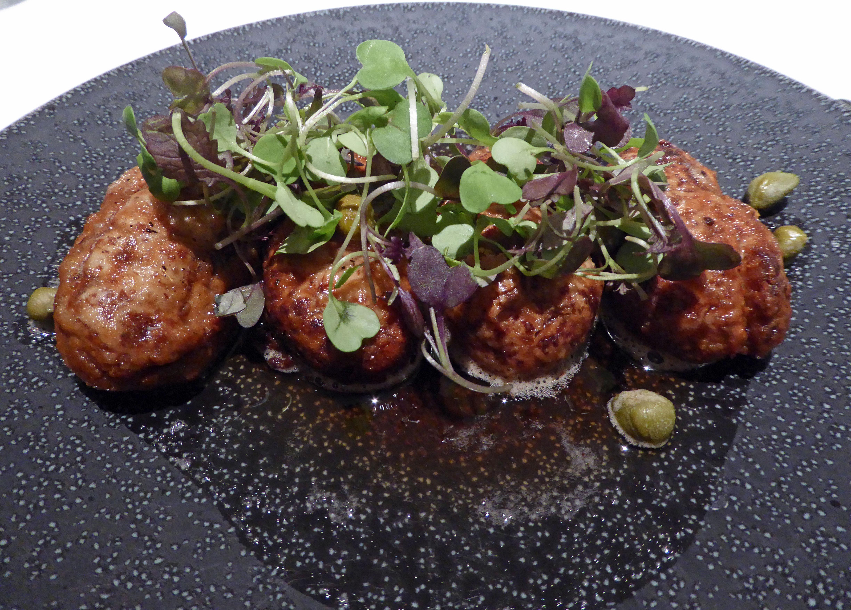 Restaurante en Barcelona Sesos de cordero lechal a la  mantequilla negra y  alcaparras