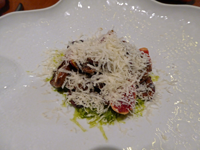 Restaurante Informal by Marc Gascons Niscalos a la brasa con pesto de hierbas, higos, piñones y parmesano