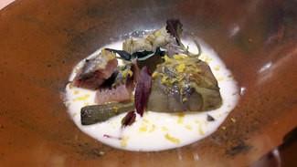 Sardina ahumada con alcachofas