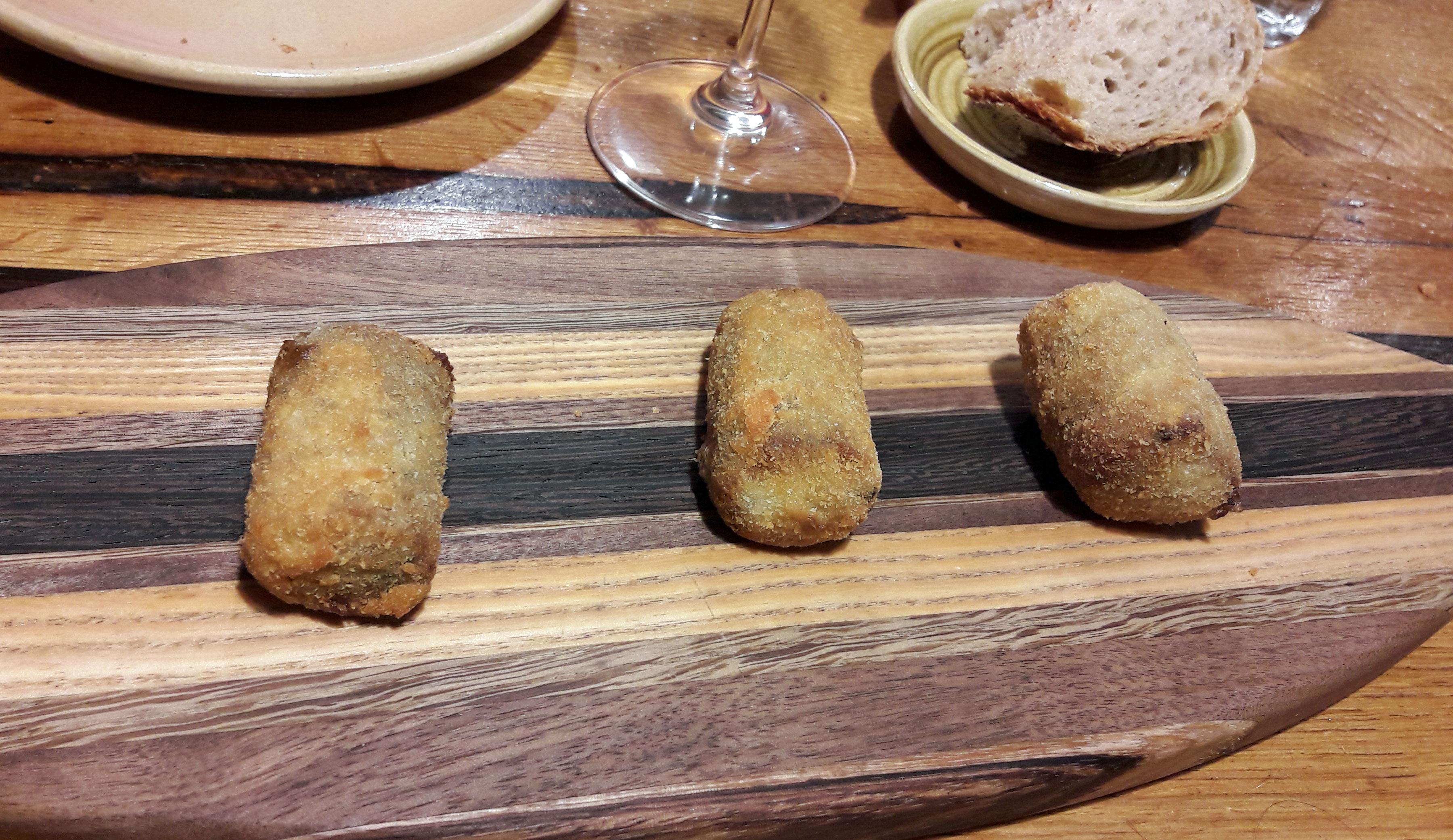 Restaurante en Barcelona Croqueta de rabo de vaca y trompetas de la muerte