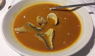 Sopa de cigalas con pescado de lonja y berberechos