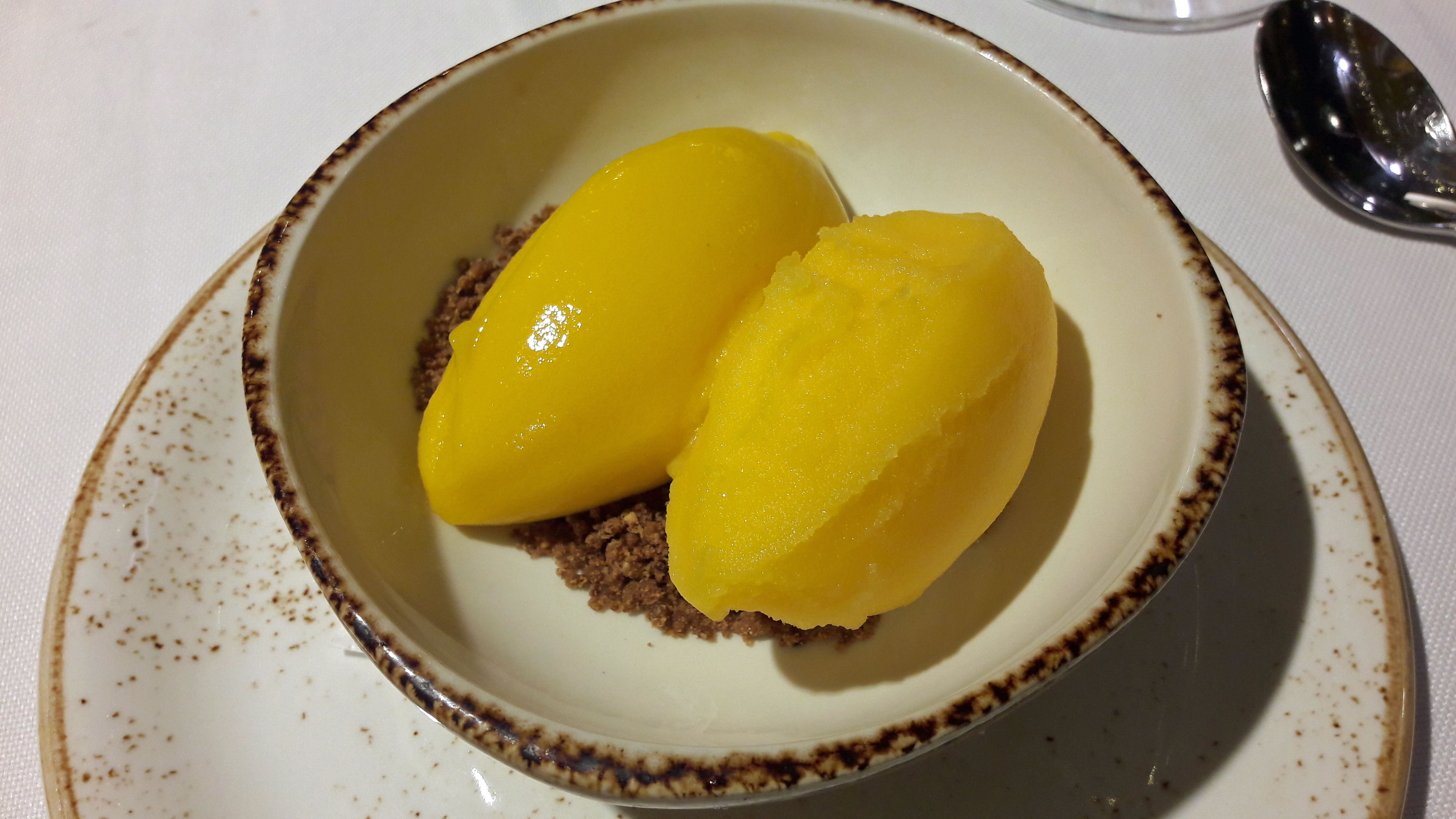 Restaurante en Barcelona Sorbete casero de mango y limón.