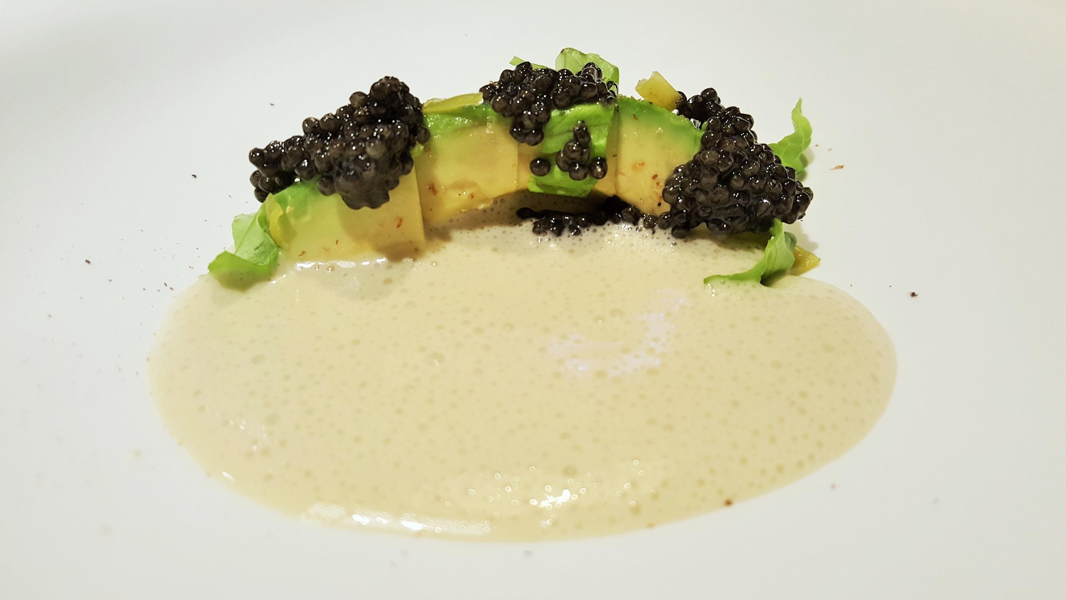 Restaurante La Casona del Judio Aguacate, caviar, lechuga