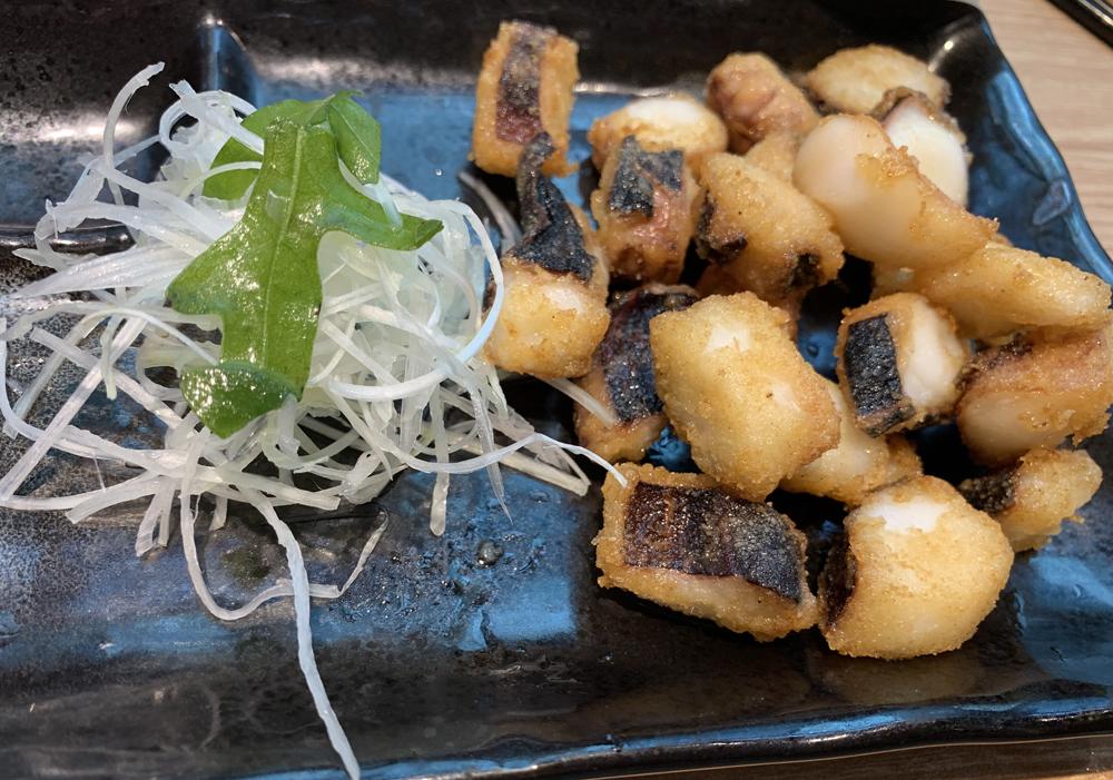 Konjiki Hototogisu Pulpo con fideos de arroz