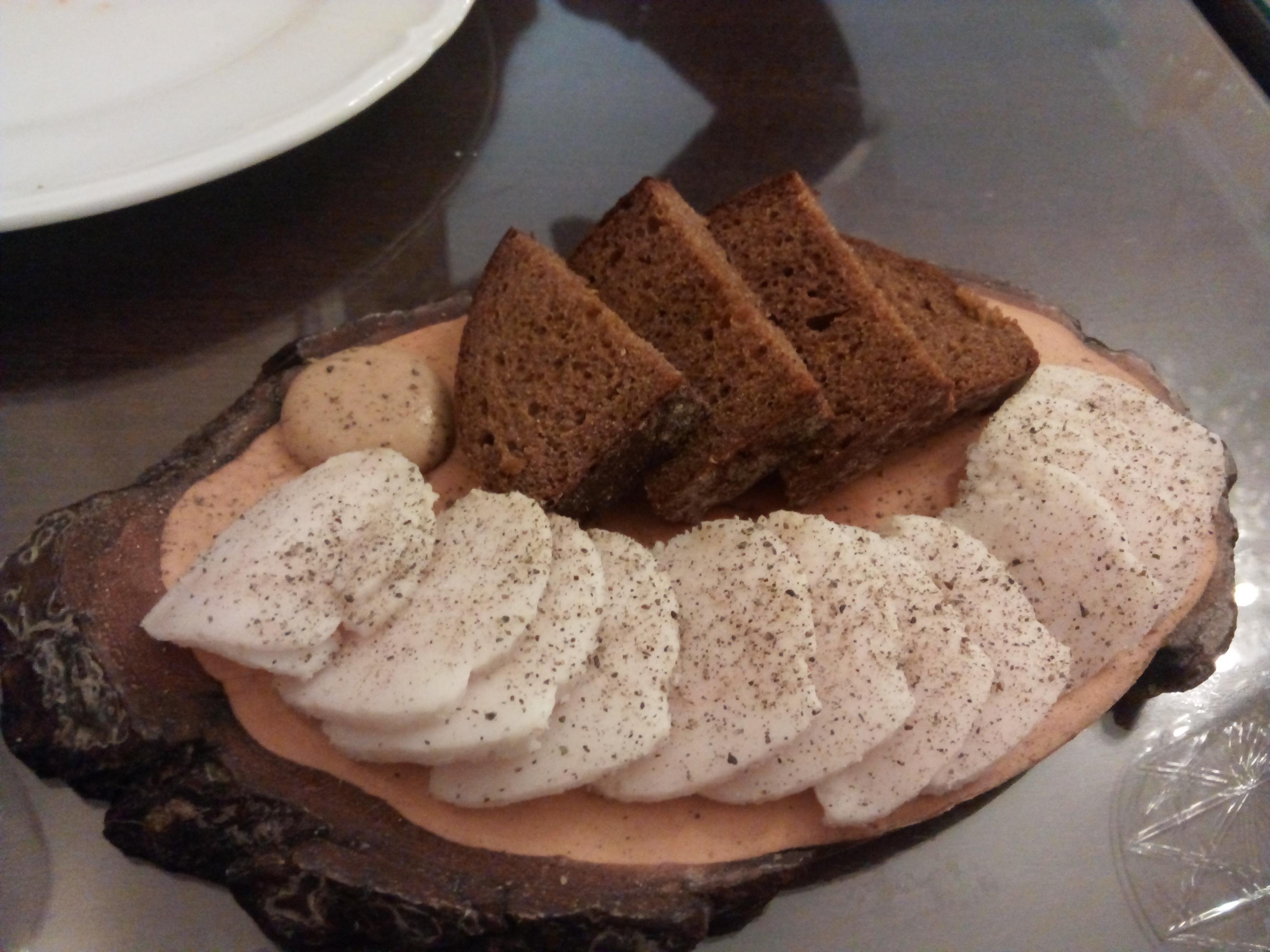 Restaurante Ekaterina Salo (pan de centeno con tocino)