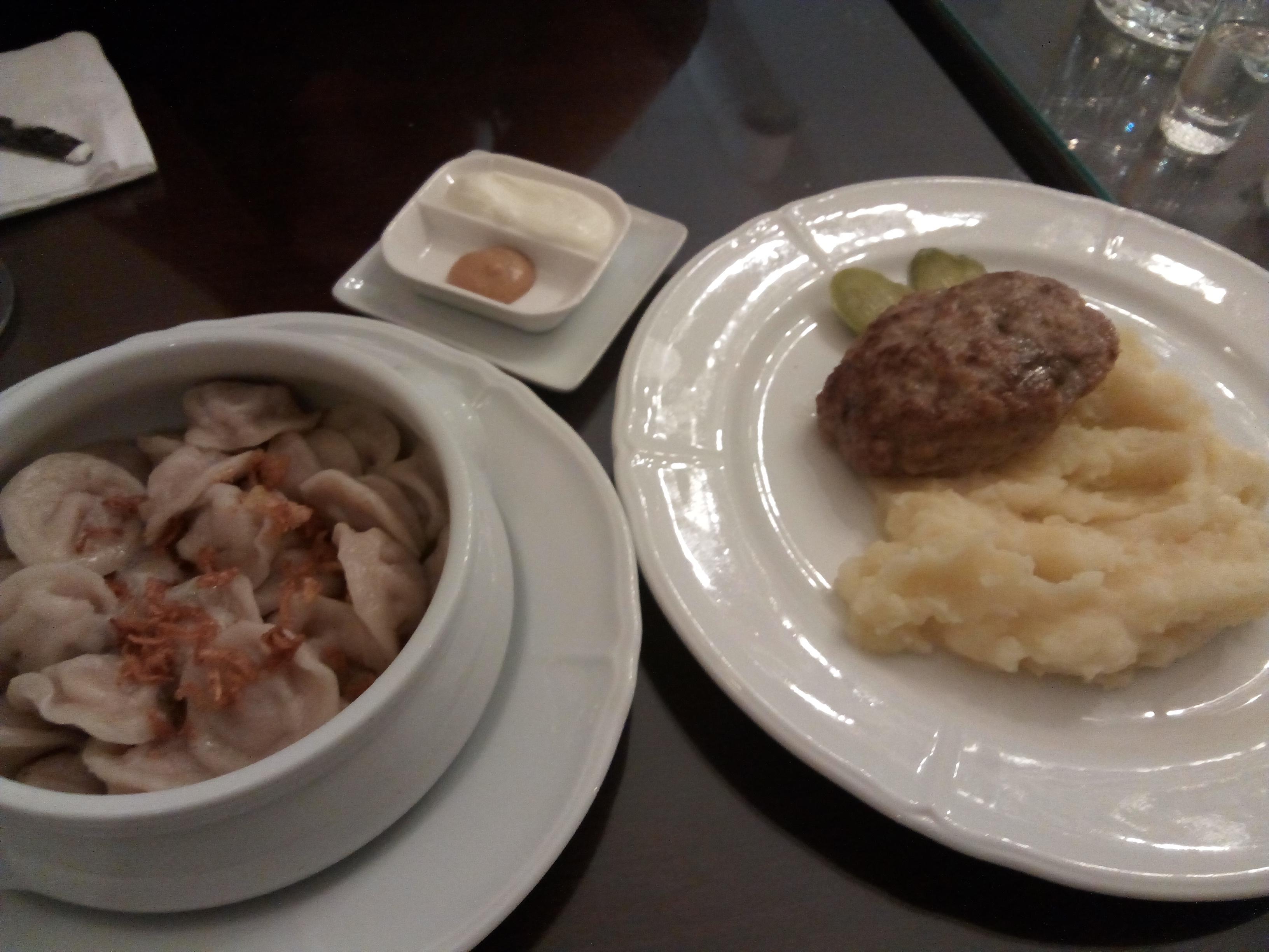 Ekaterina Pelmeni de pollo y pavo y Filete Kotleta