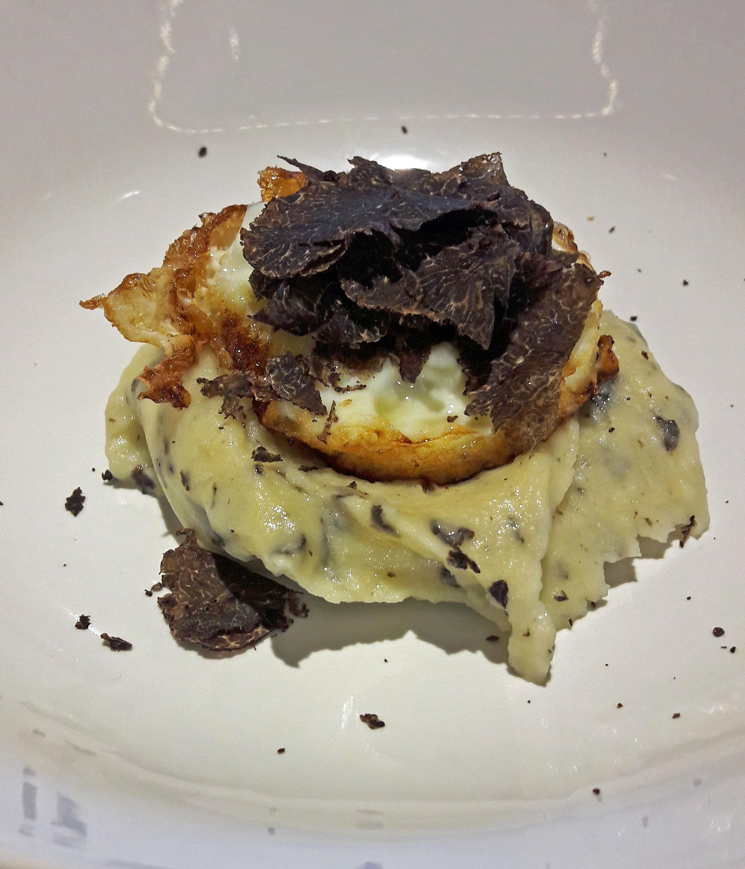 Restaurante Els Casals Huevo frito con patata cremosa trufada y trufa tuber melanosporum