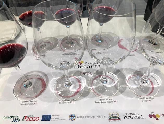 Mantel de cata vinos tintos portugueses