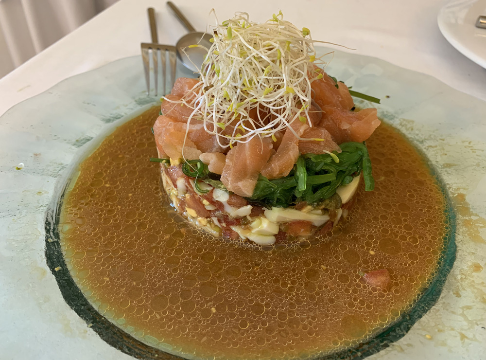 Restaurante Juan Mari Tartar de salmón con algas