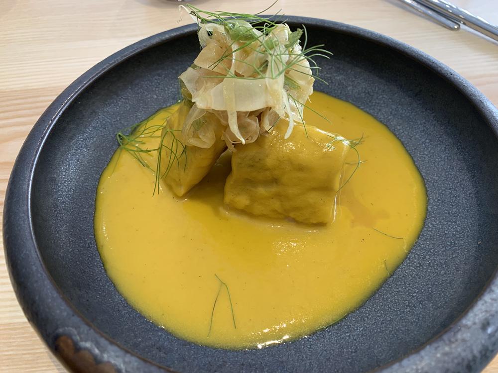 Restaurante AlmaMater Bonito confitado en escabeche de limón, ensalada de hinojos y algas