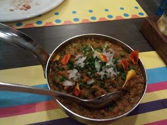 KEMMA MUTTER: Curry de cordero troceado y guisantes con curry de cúrcuma, cilantro y comino