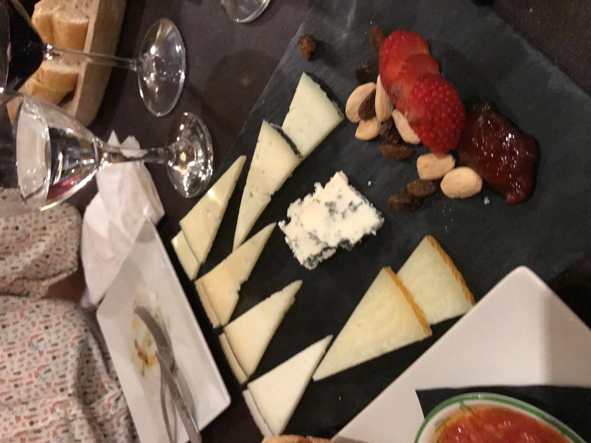 La Cantonada Tabla de quesos.