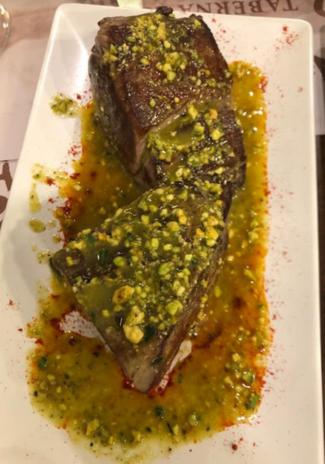 Morrillo de atún con aceite de pistachos