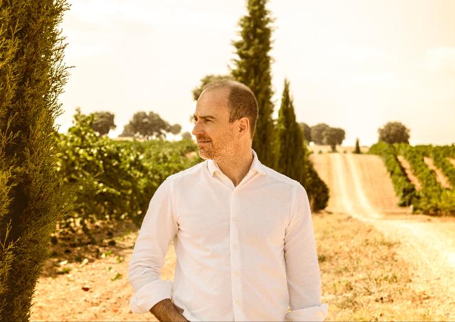 Andreas Kubach por el viñedo