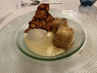 Leche frita con helado de canela y crujiente de pistacho