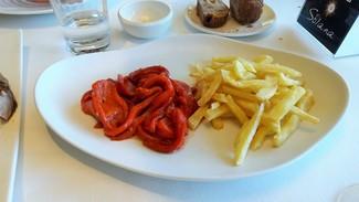 Acompañamiento chuletón :pimiento rojo y patatas fritas caseras