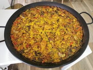 Rico arroz de pollo, costilla y mollejitas