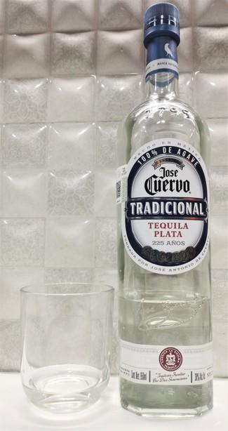 """José Cuervo tradicional """"plata""""."""