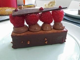 "Postre : , ""Entremet"" chocolate frambuesa"