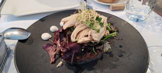 Ensalada de ventresca de bonito de Mutriku, anchoas del Cantabrico y pimiento morrón